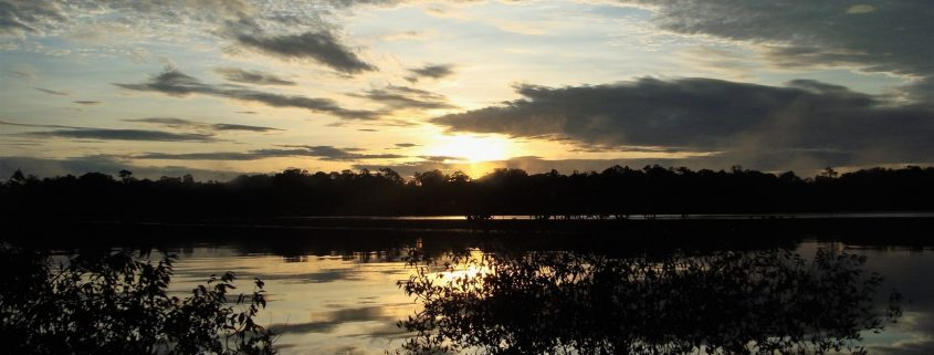 Le ultime luci del giorno sulla Laguna Grande di Cuyabeno