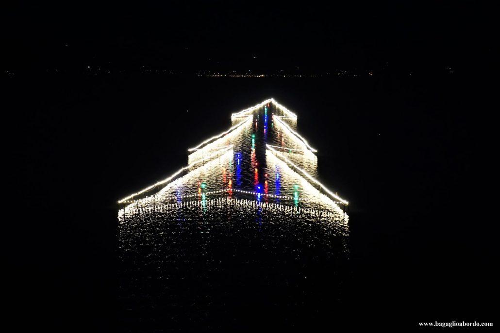 Albero Di Natale Piu Grande Del Mondo.L Albero Di Natale Piu Grande Del Mondo Disegnato Sull Acqua Bagaglio A Bordo
